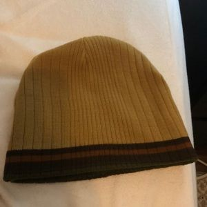 Reversible winter hat